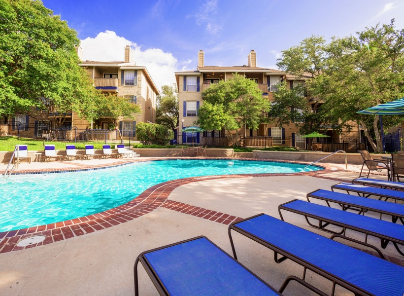 Blue Swan Apartments Poolside views